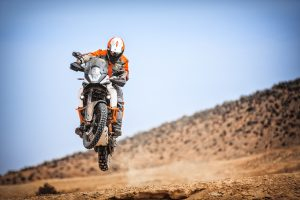 153126_ktm-1090-adventure-r-my-2017-action
