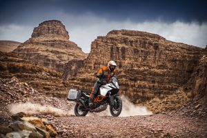 153130_ktm-1090-adventure-r-my-2017-action