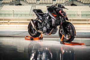 156660_ktm-1290-super-duke-r-my-2017